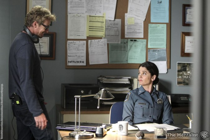 Behind the scenes picture of an episode of The Mentalist that Simon Baker directed.