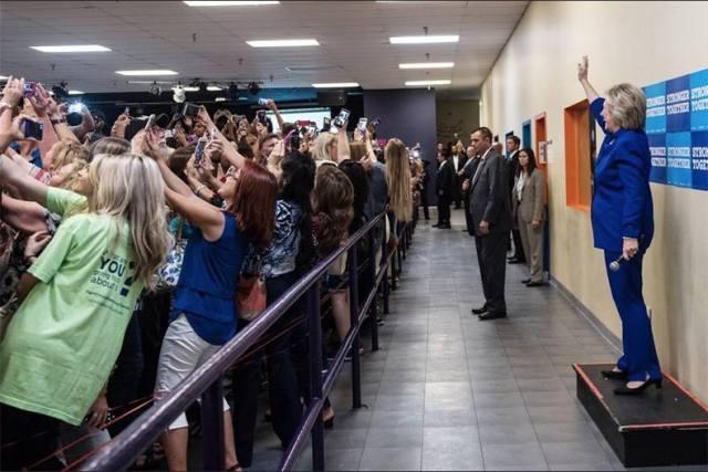 hillary-selfie