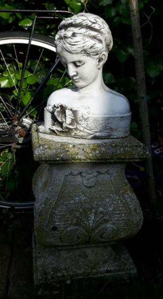 Statues10
