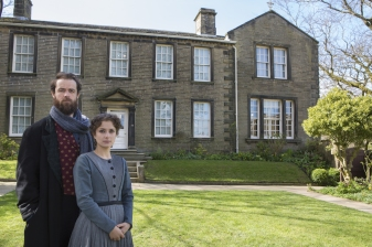 Nadia-Clifford-Jane-Eyre-Tim-Delap-Rochester-in-Haworth-photos-by-Ellie-Kurttz-15