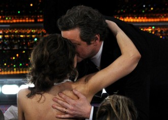 Colin & Livia Firth Oscar kiss (2)