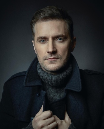 TheirLostDaughters-RichardArmitage02