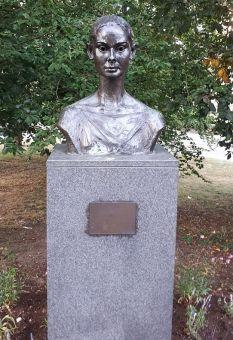 AH statue1