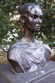 AH statue4