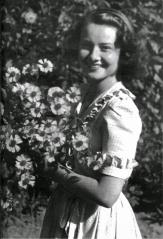 Young-Audrey-Hepburn-10
