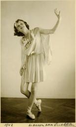 Young-Audrey-Hepburn-14