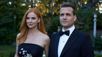 Suits S09E10 finale (166a) Suits_gallery_910_SarahRafferty_GabrielMacht_10_1920x1080