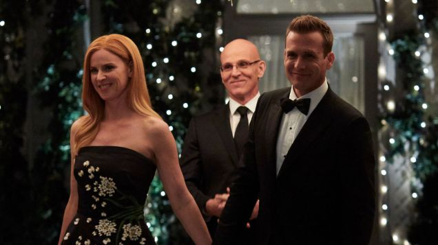 Suits S09E10 finale (228) Suits_gallery_910_SarahRafferty_RayProscia_GabrielMacht_18_1920x1080