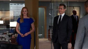 Suits S09E10 finale (38) Suits_gallery_910_SarahRafferty_GabrielMacht_05_1920x1080