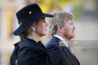 Netherlands' Queen Maxima and King Willem-Alexander pay their respects during a wreath-laying ceremony on May 4, 2020 in Amsterdam on Dam Square to attend the National Remembrance Day commemoration which will take place without audience nor invitees because of the spread of the COVID-19 disease caused by the novel coronavirus. (Photo by Patrick van KATWIJK / various sources / AFP) / Netherlands OUT (Photo by PATRICK VAN KATWIJK/ANP/AFP via Getty Images)